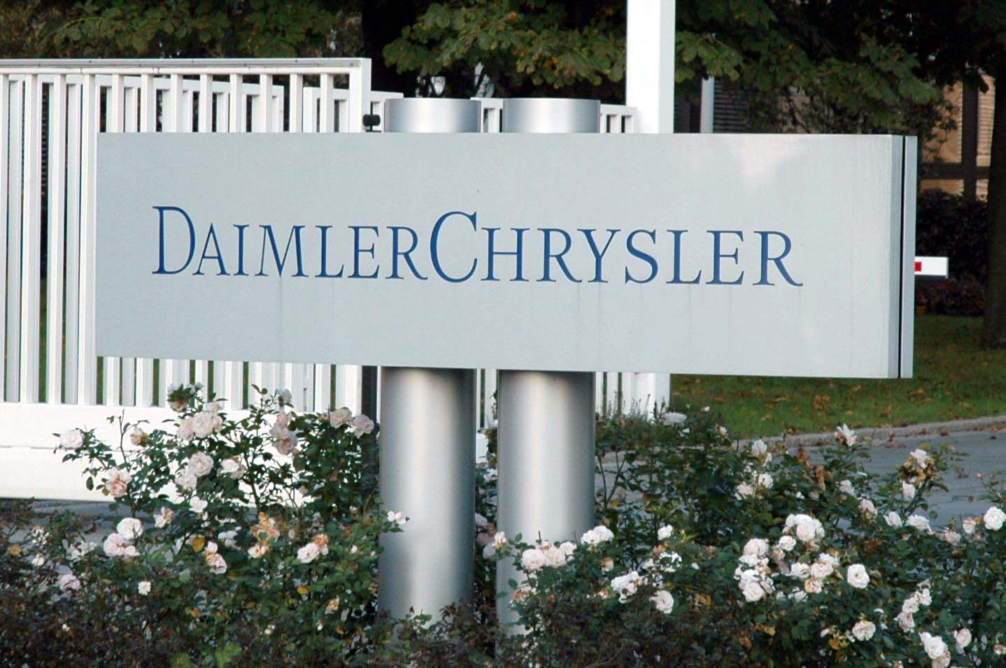 chrysler corporation negotiations between daimler and chrysler The merger between chrysler and daimler-benz: what it means for workers by editorial board 8 may 1998 the takeover of chrysler corporation by daimler-benz in a $38 billion stock deal is a powerful demonstration of the globalization of the world economy.