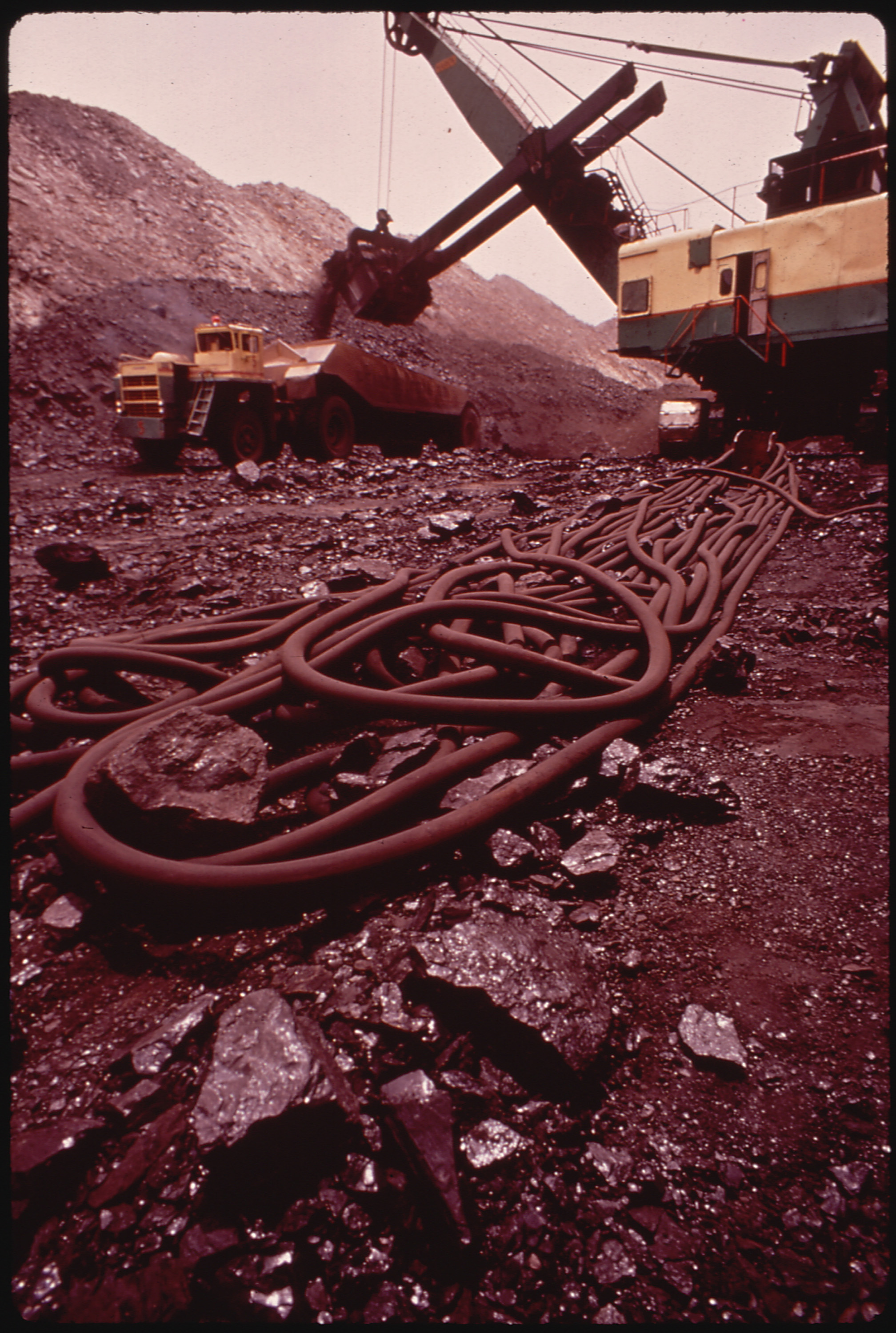 file dragline used instrip mining at the navajo mine in northern