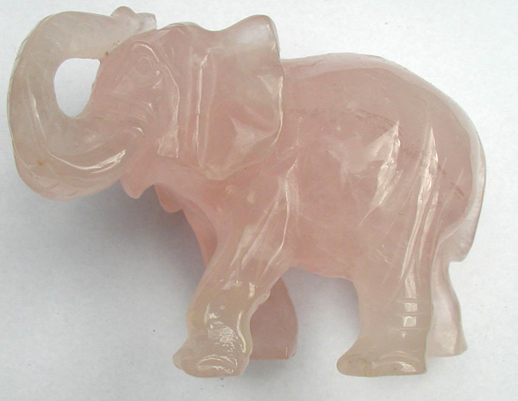 elefante esculpido en cuarzo rosado