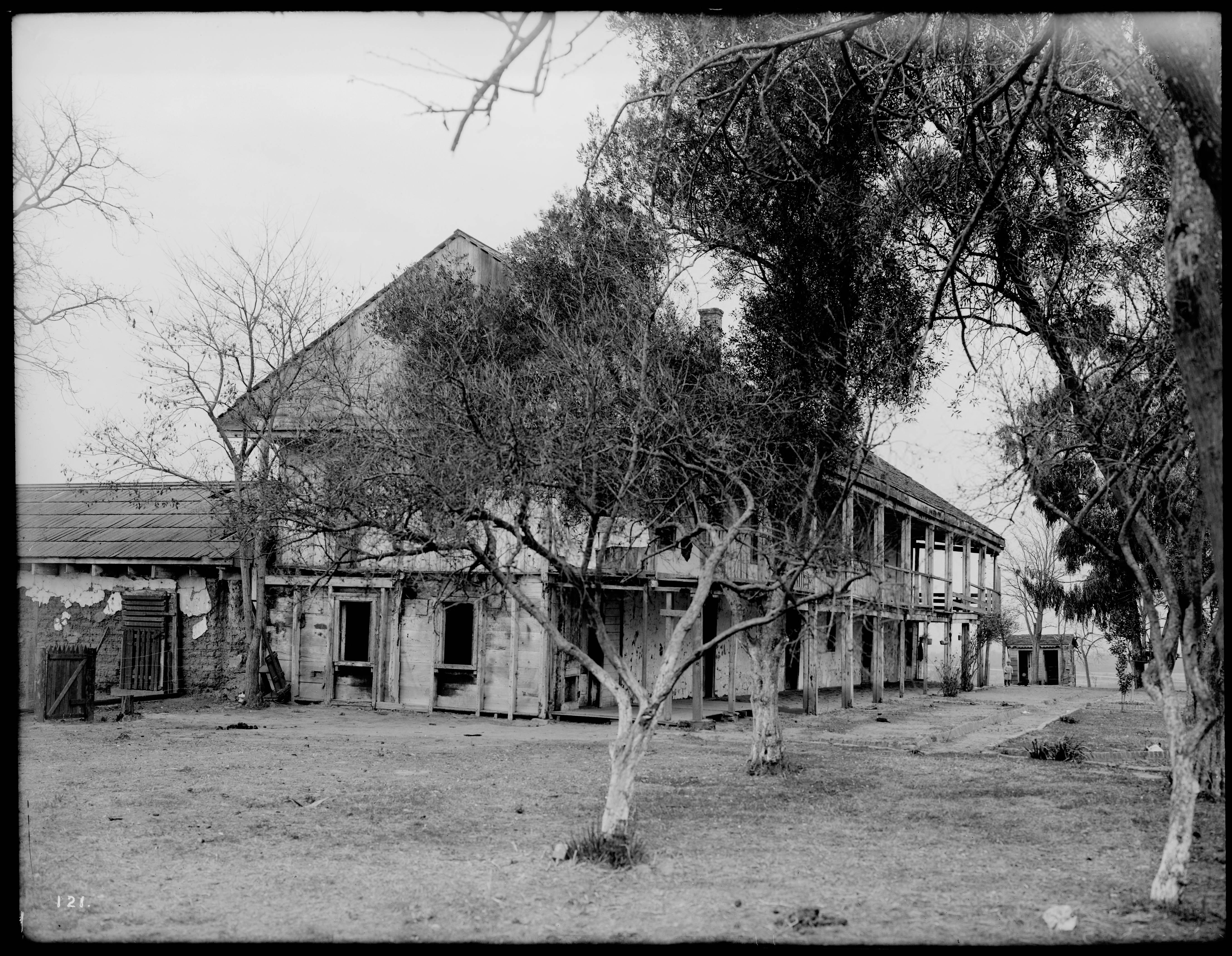 File:Exterior view of Rancho Los Cerritos ranch house in