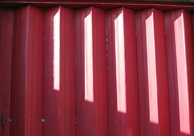 File:Folding doors - geograph.org.uk - 1132225.jpg - Wikimedia Commons
