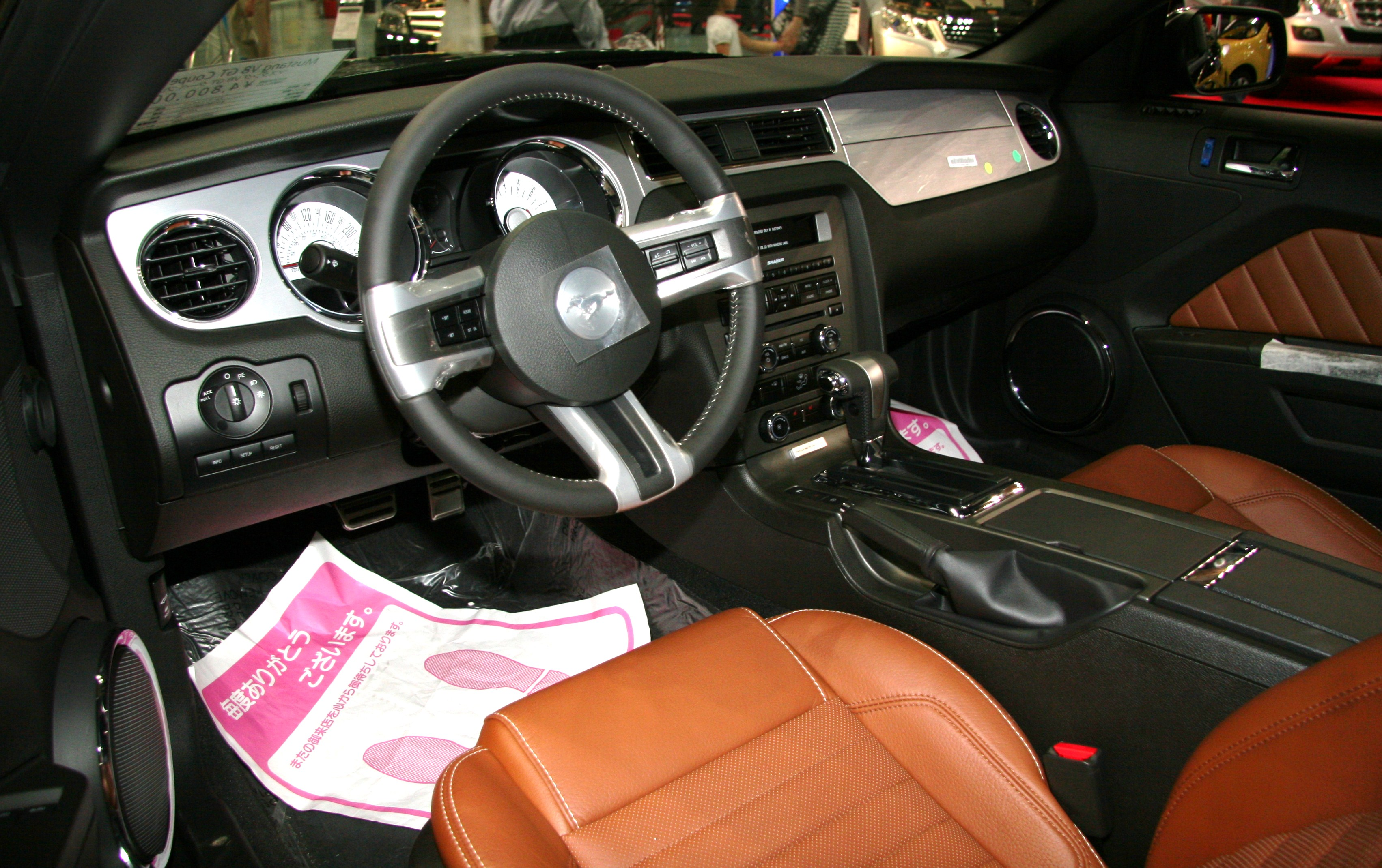 File:Ford Mustang V8 GT Coupe Premium Interior