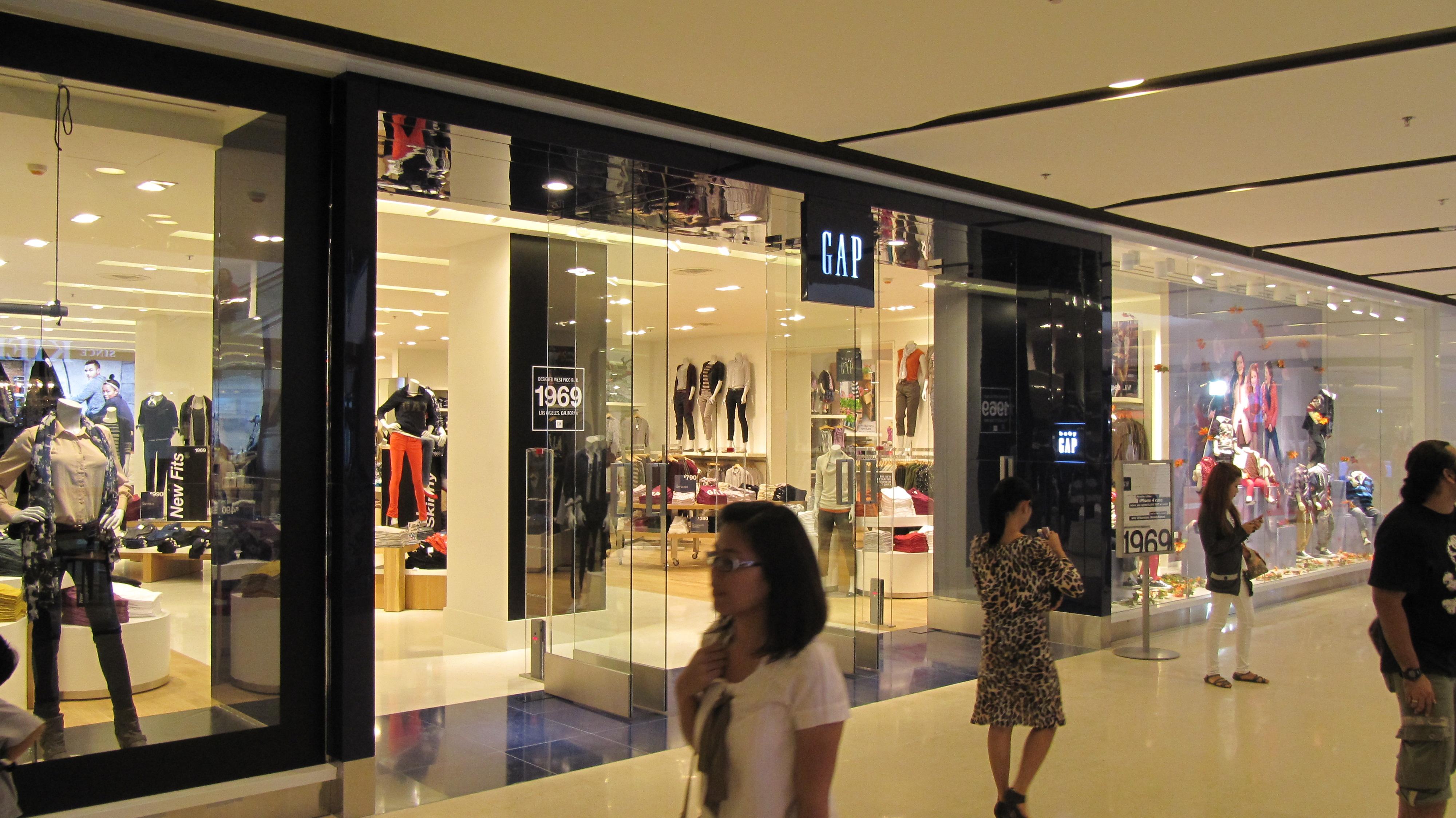 GAP_store_CentralPlaza_Ladprao.jpg