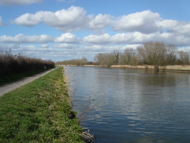 Gloucester and Sharpness canal path - geograph.org.uk - 146670