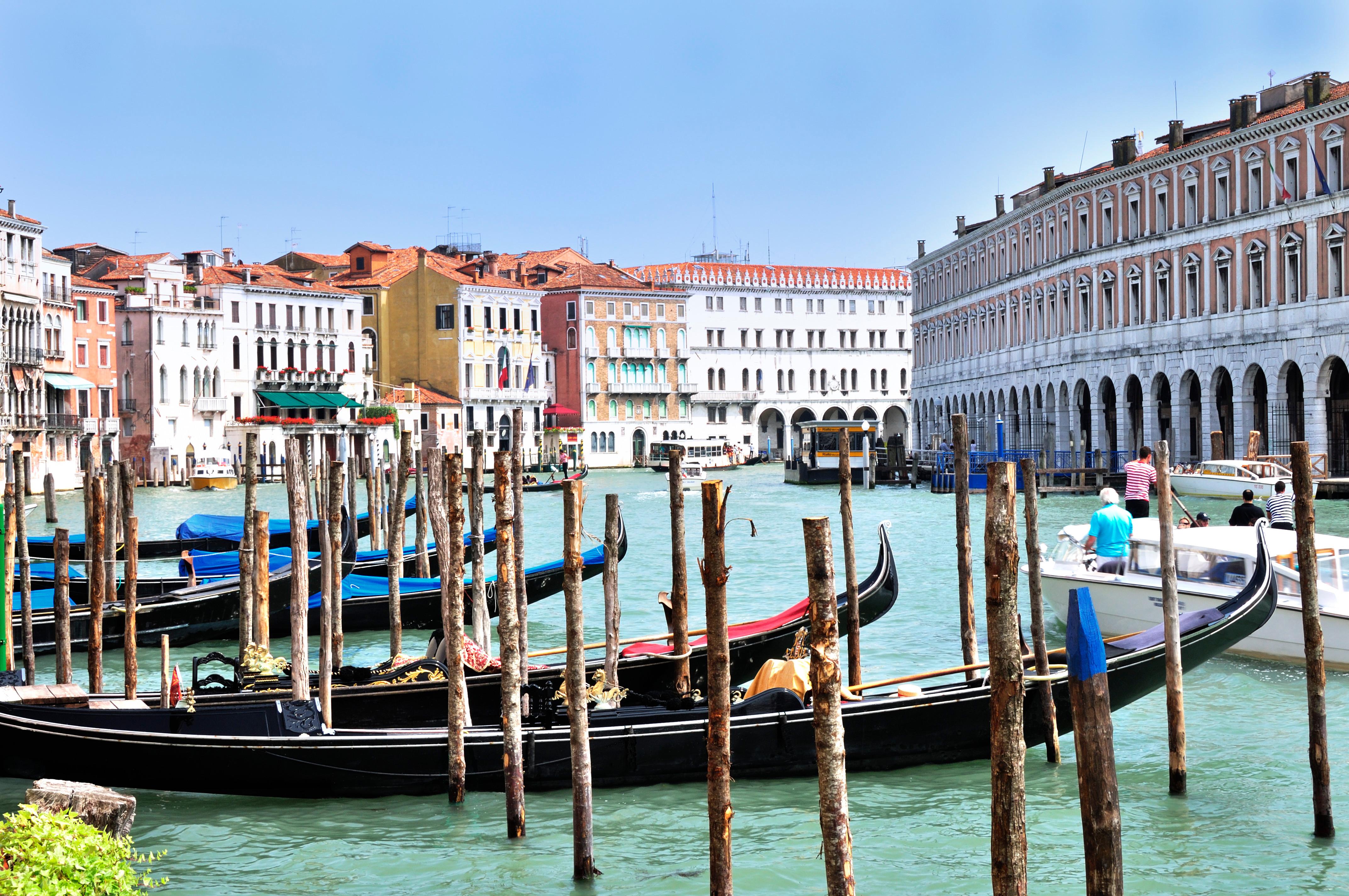File Gondolas At Hotel Ca Sagredo Grand C Rialto Venice Italy Venezia