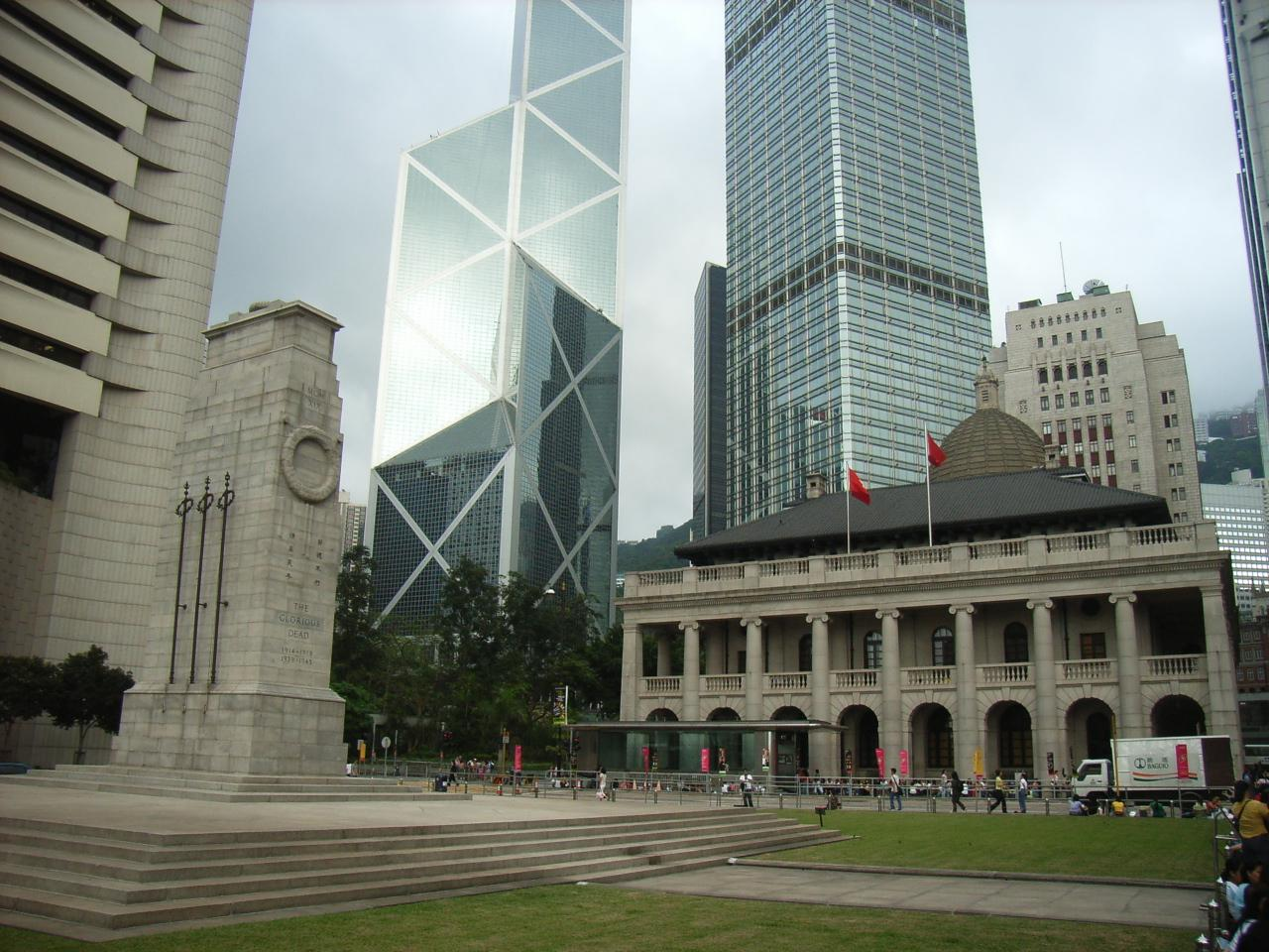 File:HK Chater Road Statue Square.jpg
