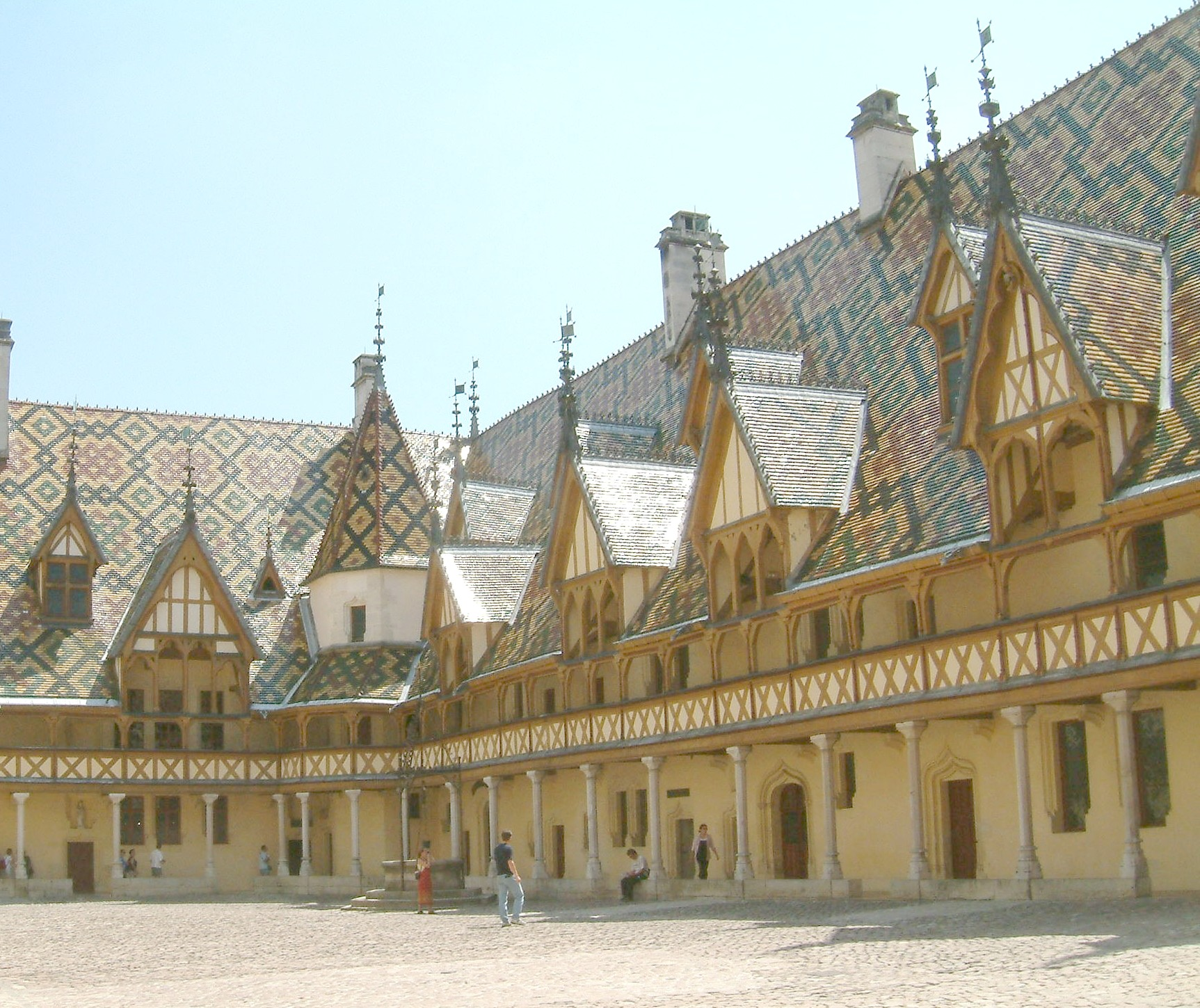 http://upload.wikimedia.org/wikipedia/commons/c/c2/Hospices_de_Beaune.jpg