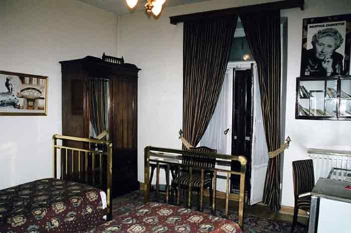 Pera Hotel 411-es szobája, ahol Agatha Christie írta a  Gyilkosság az Orient expresszen című regényét.
