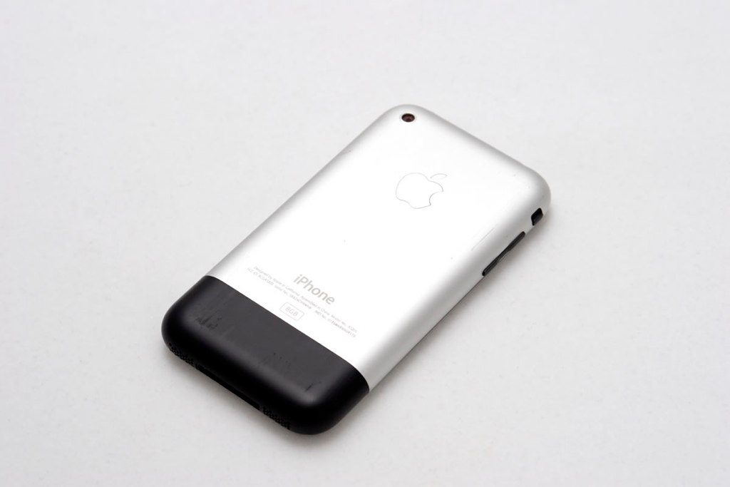 Prvý iPhone - svetapple.sk