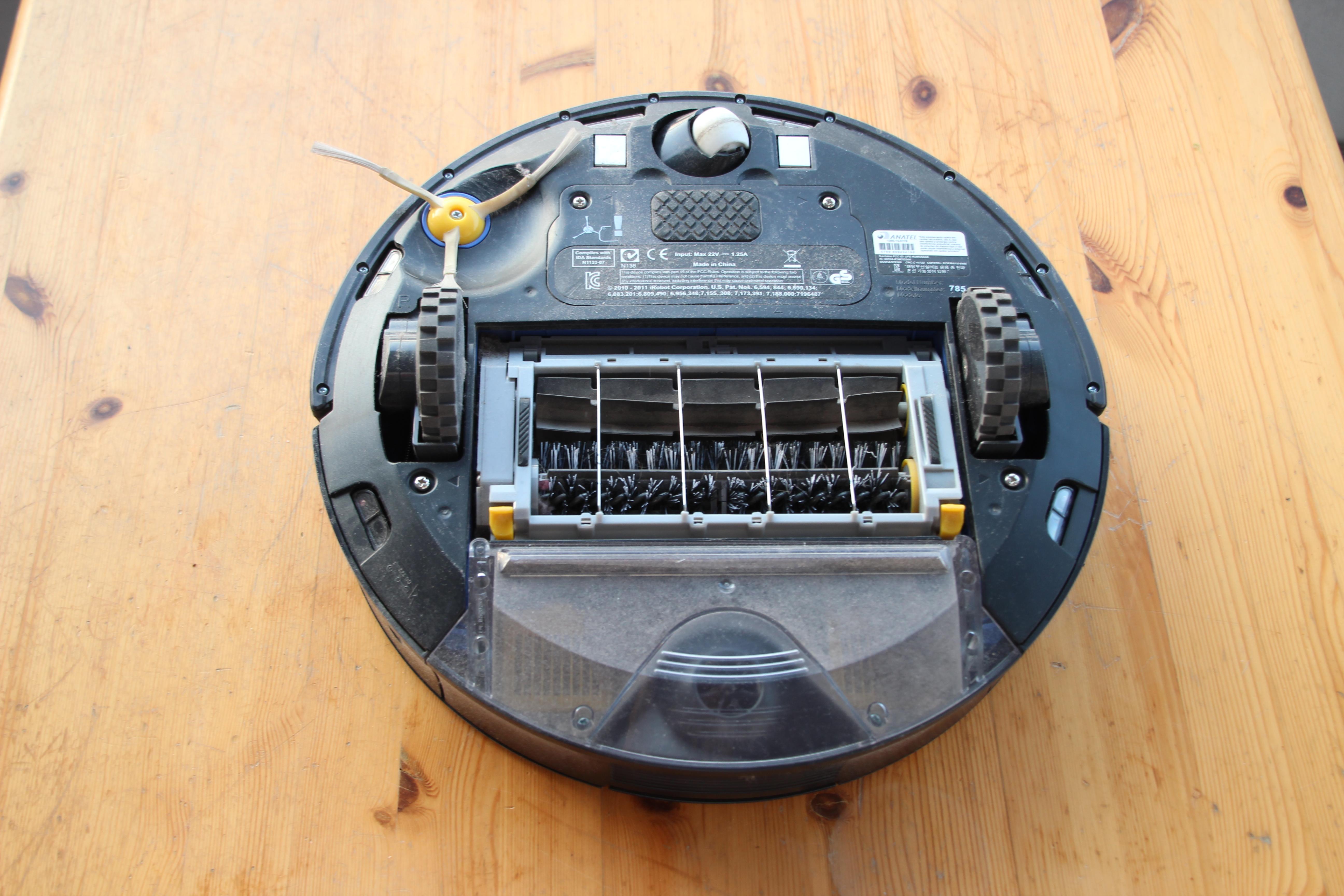 File:IRobot Roomba 785 05 (fcm).jpg