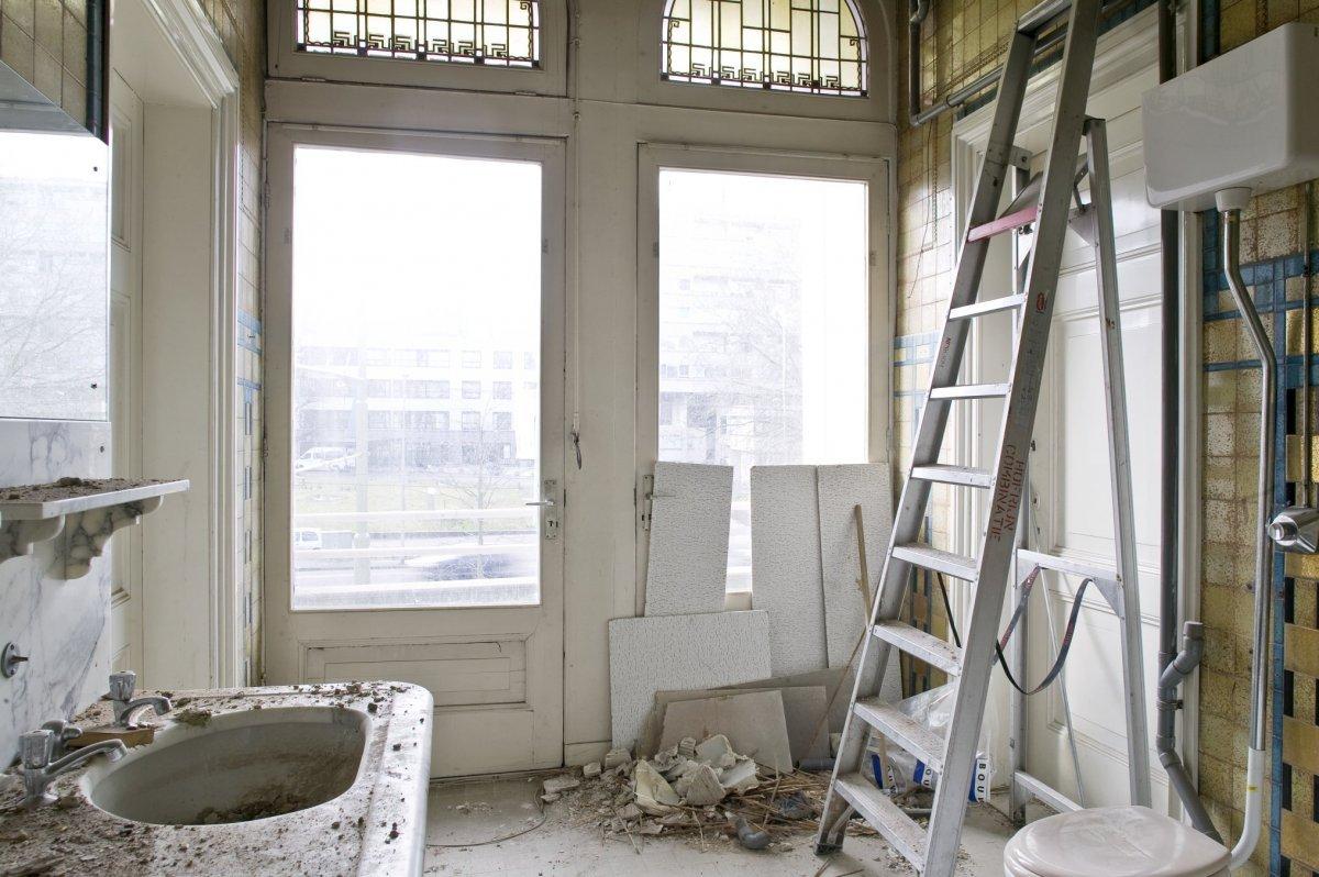 Design Badkamer Rotterdam : File interieur overzicht van de badkamer op de eerste verdieping