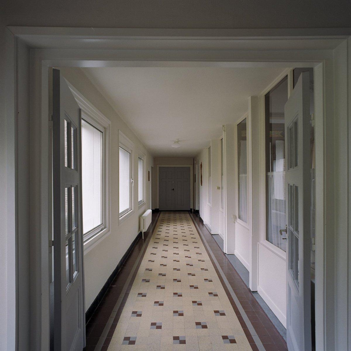 File interieur villa overzicht gang op begane grond Interieur villa