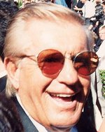 Jerry Van Dyke on the red carpet at the Emmys 1994 cropped.jpg