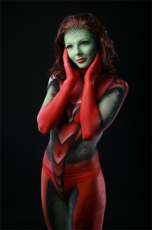 http://upload.wikimedia.org/wikipedia/commons/c/c2/Kazim_bodypainting.jpg
