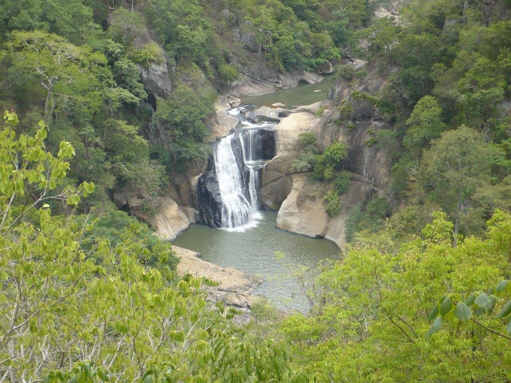 Kuda Dunhinda Water fall %28small Dunhinda fall%29 panoramio