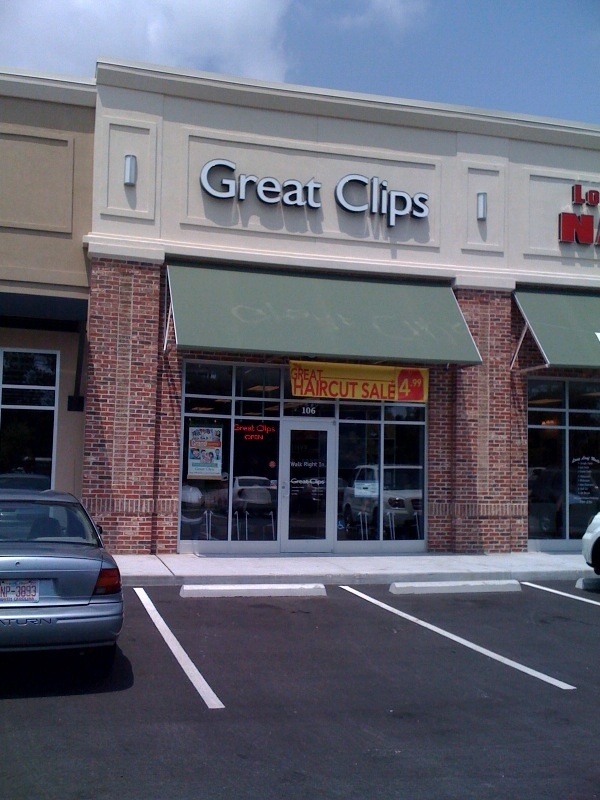 Whether you're looking for haircut or coloring services, Great Clips in Myrtle Beach has you covered. This salon offers more than just hair treatments. The stylists are creating a whole new look just for you that will bring out your inner confidence. For true style and finesse, be sure to put your head in the hands of Great Clips.