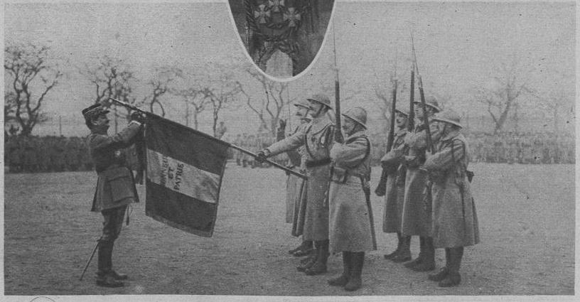 Planches uniformes Armée Française.... - Page 4 LPDF_227_5_RI_coloniale_du_Maroc_d%C3%A9cor%C3%A9_de_sa_11_croix_de_gu_avc_palme