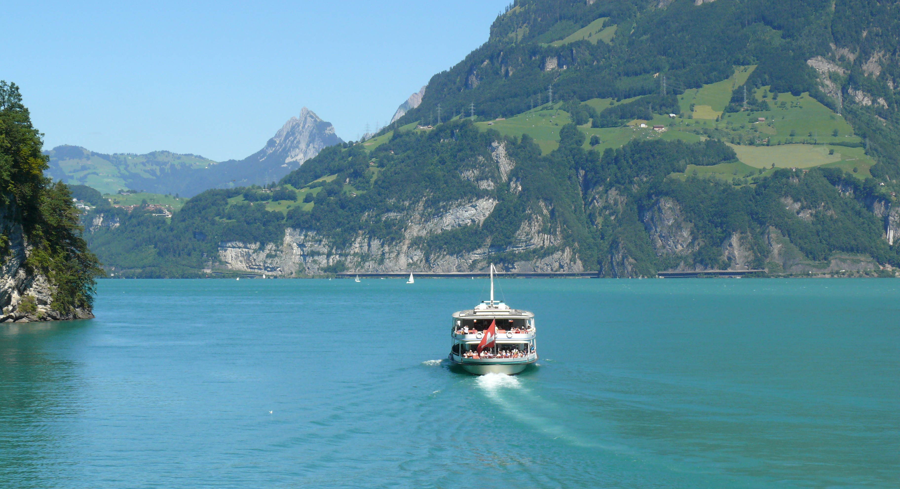 http://upload.wikimedia.org/wikipedia/commons/c/c2/Lake_lucerne.JPG