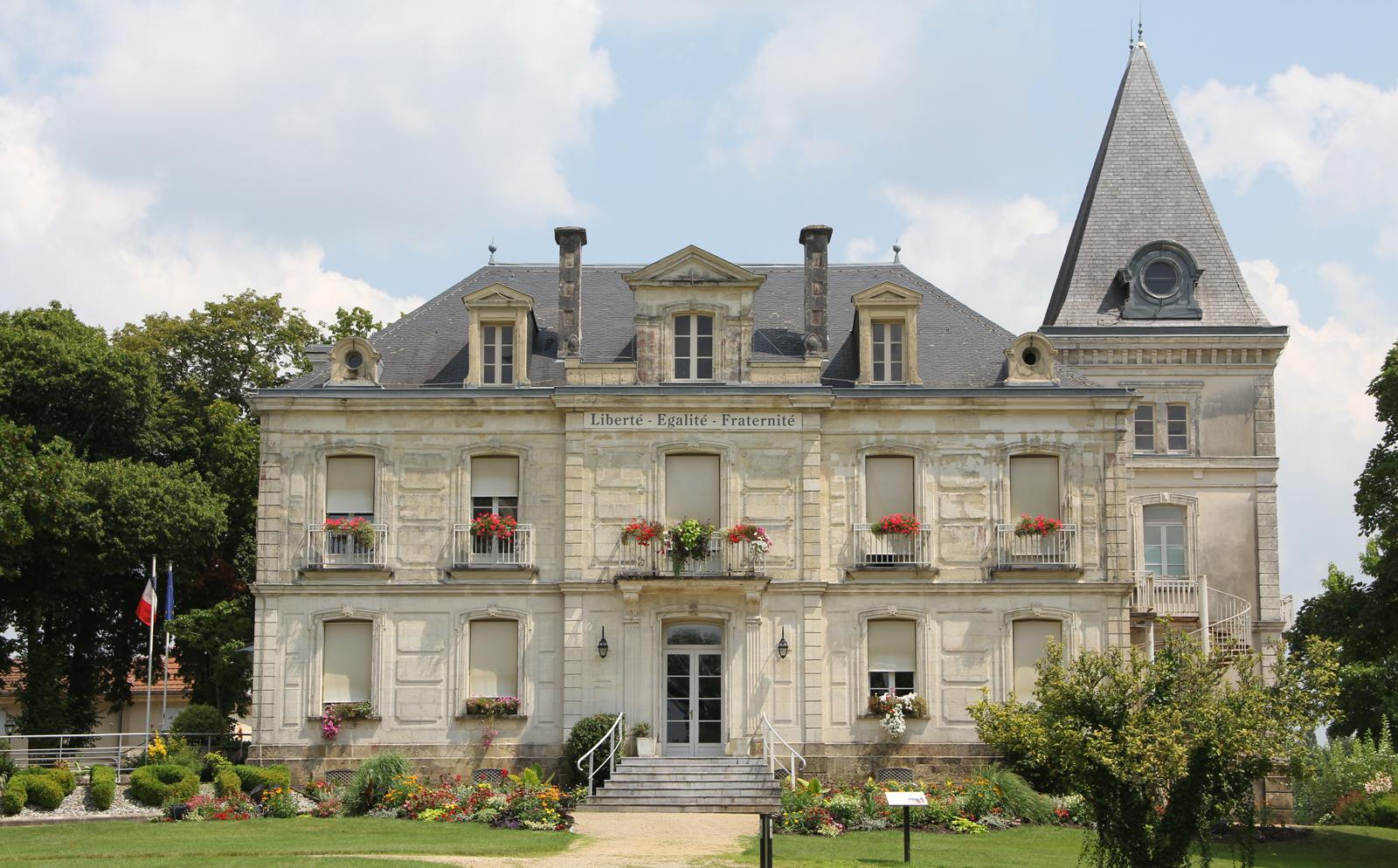 Bon Restaurant Chateaux Arnoux St Auban
