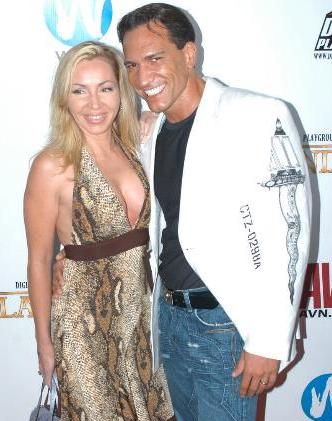 Archivomarco Banderas With His Wife Lisa Lee Jpg
