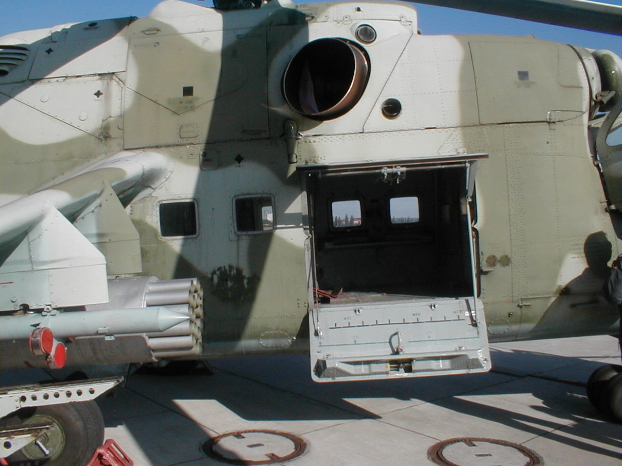 FileMi-24 door opened at Cottbus airfield.jpg & File:Mi-24 door opened at Cottbus airfield.jpg - Wikimedia Commons