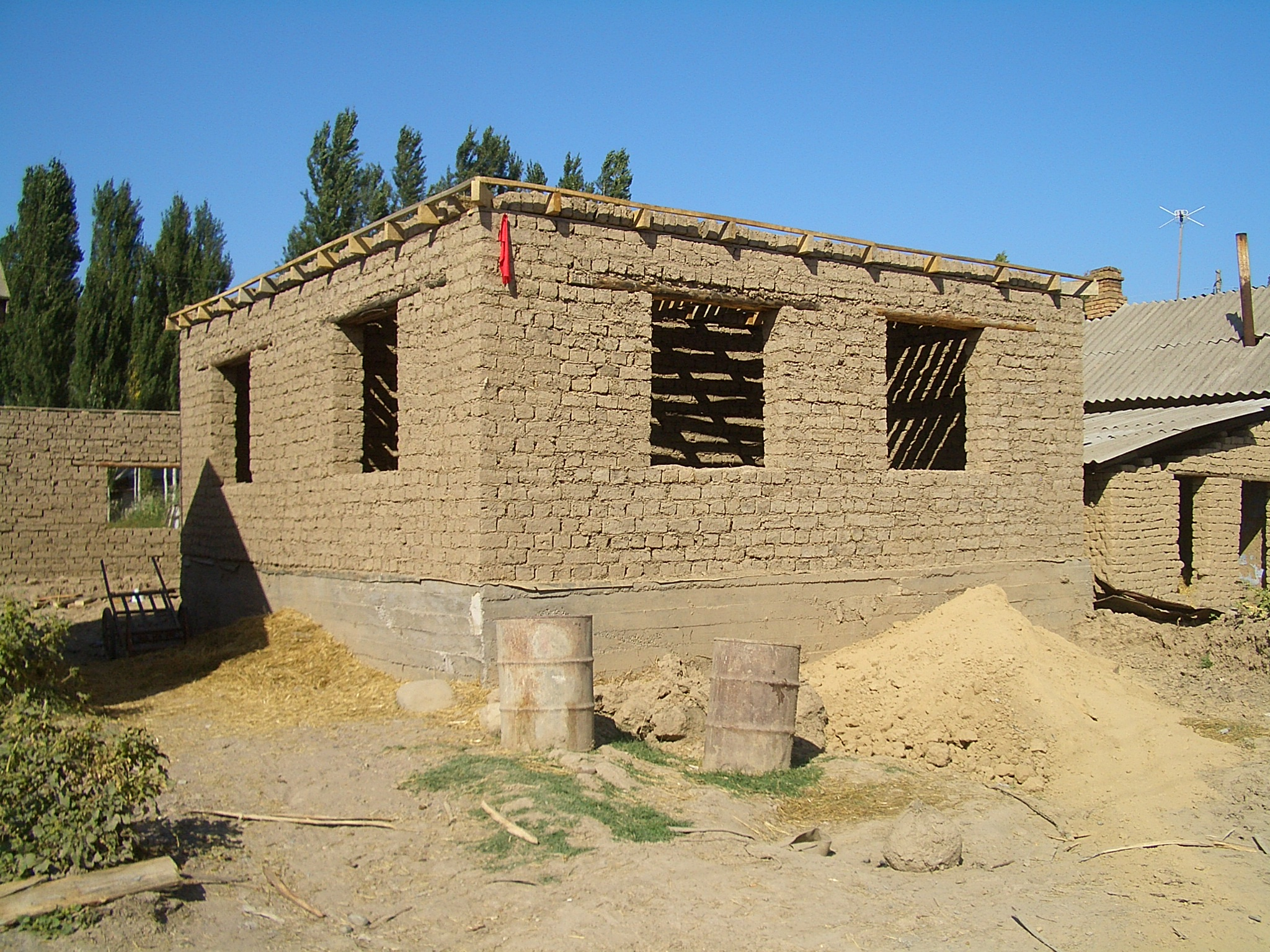 File milyanfan adobe brick house Building an adobe house