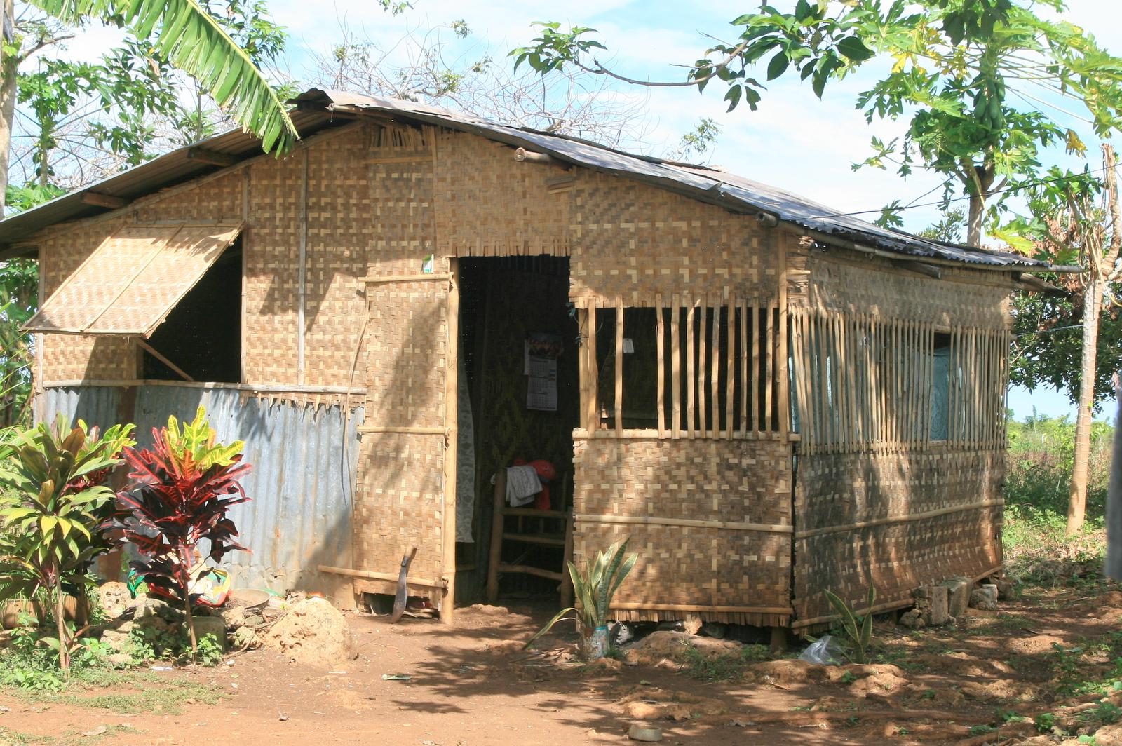 File nipa hut jpg wikimedia commons for Hut type house design