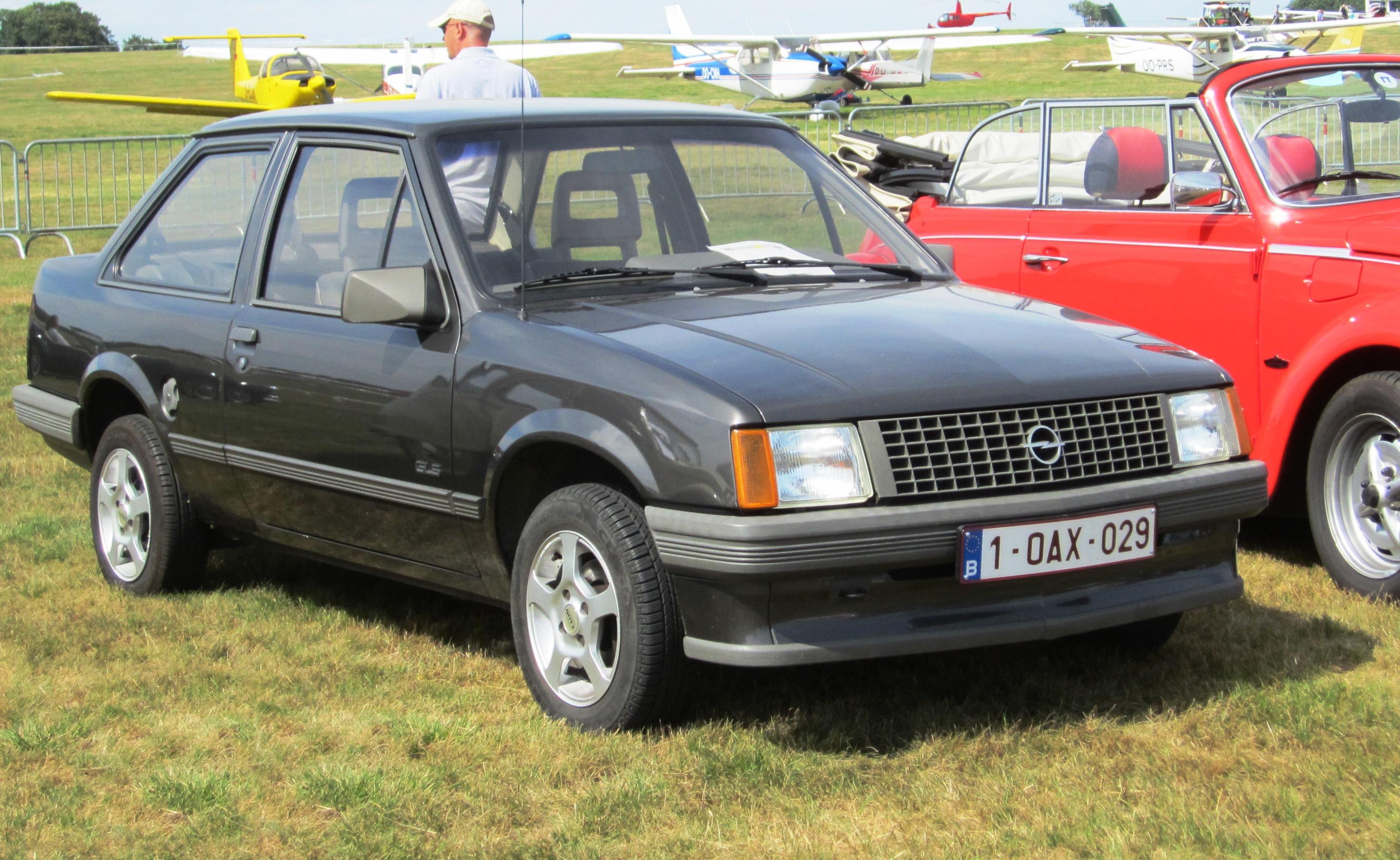 FileOpel Corsa A 2-door notchback prefacelift at Schaffen-Diest Fly- & File:Opel Corsa A 2-door notchback prefacelift at Schaffen-Diest ...