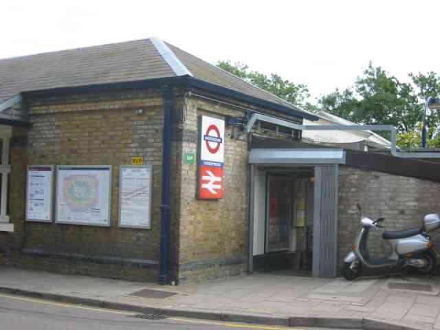 File:Railway station at Chorleywood.jpg