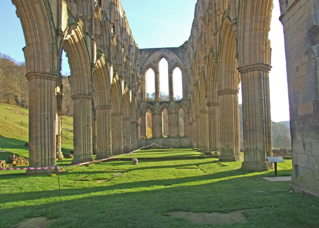 File:Rievaulx Abbey - geograph.org.uk - 1337941.jpg