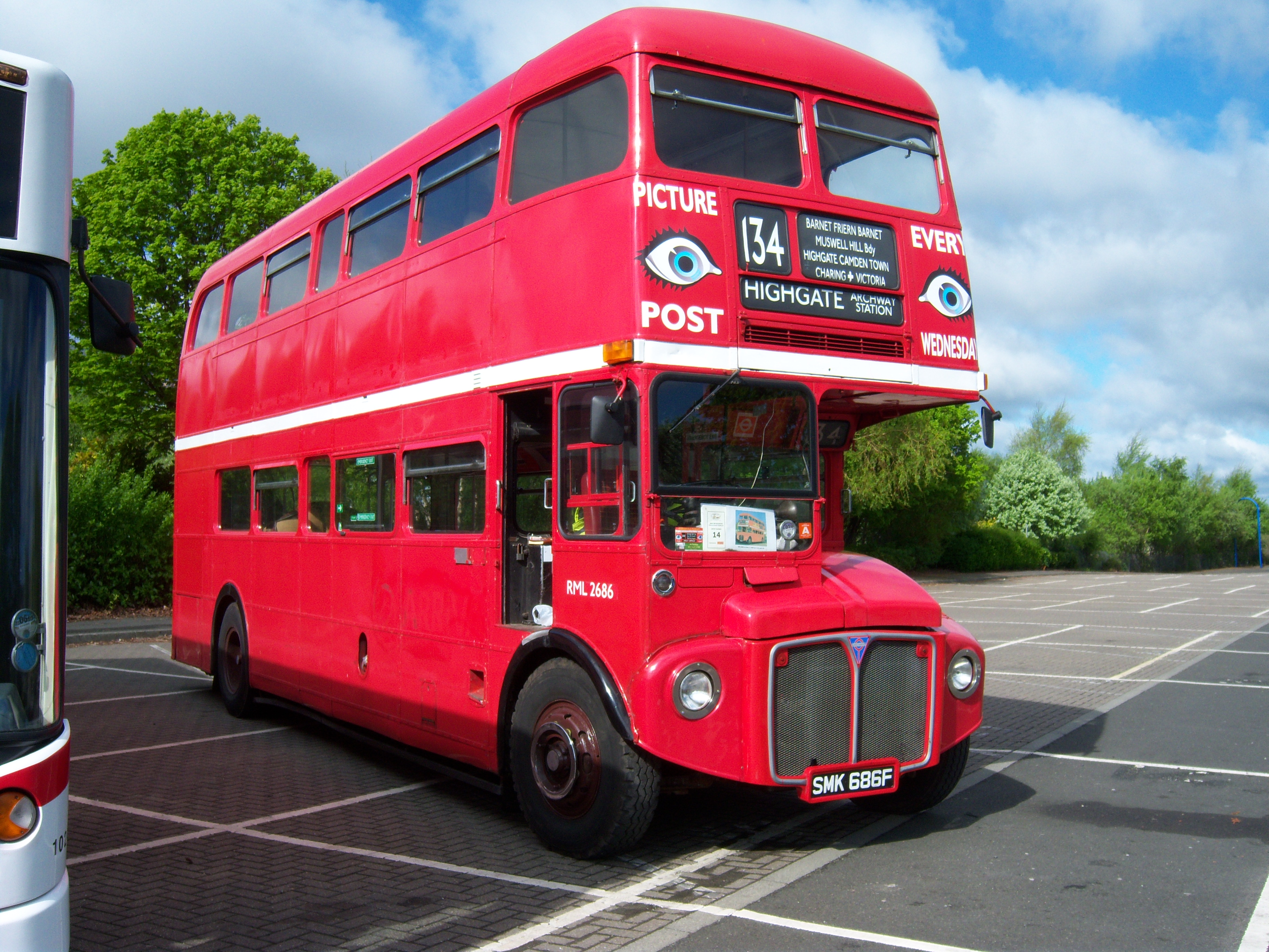 File:Routemaster bus RML 2686 Routemaster 50 livery SMK 686F Metrocentre  rally 2009 pic 3