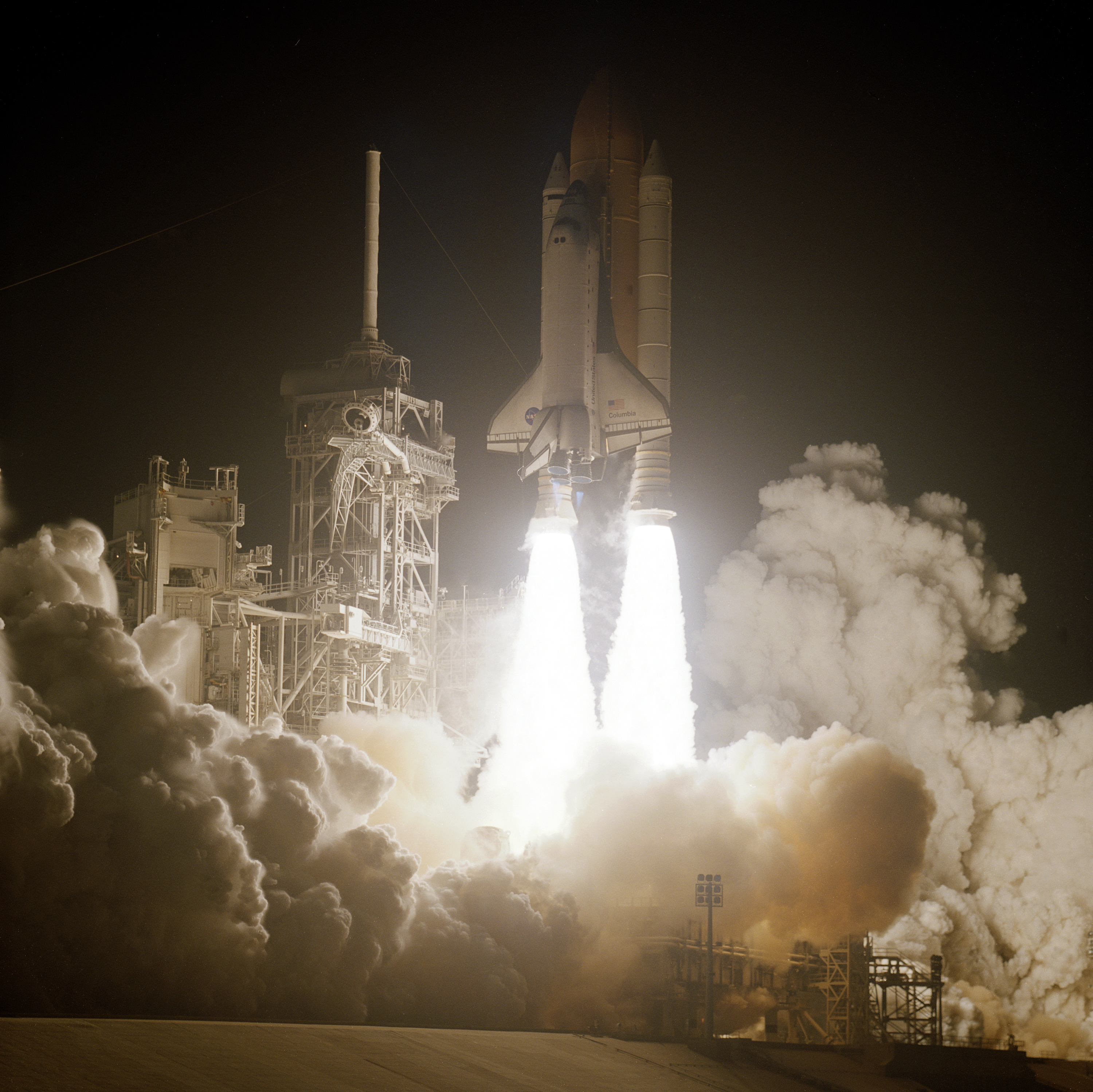 File Sts 109 Launch Jpg Wikimedia Commons