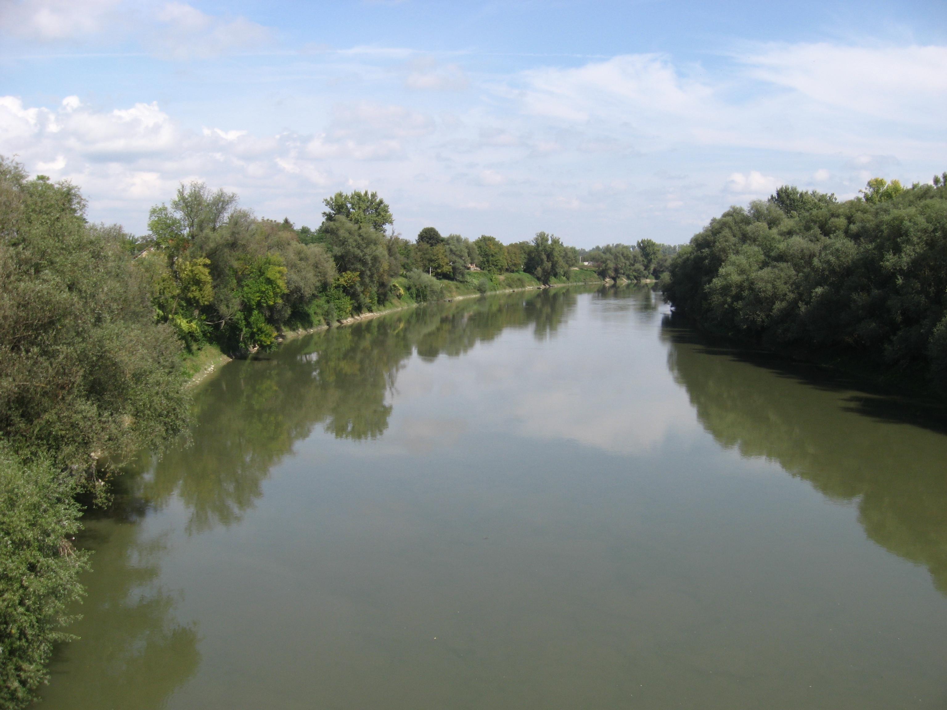 File:Sava in Sisak.jpg - Wikimedia Commons