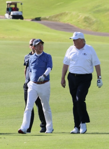 Shinzō Abe and Donald Trump in Palm Beach (3)