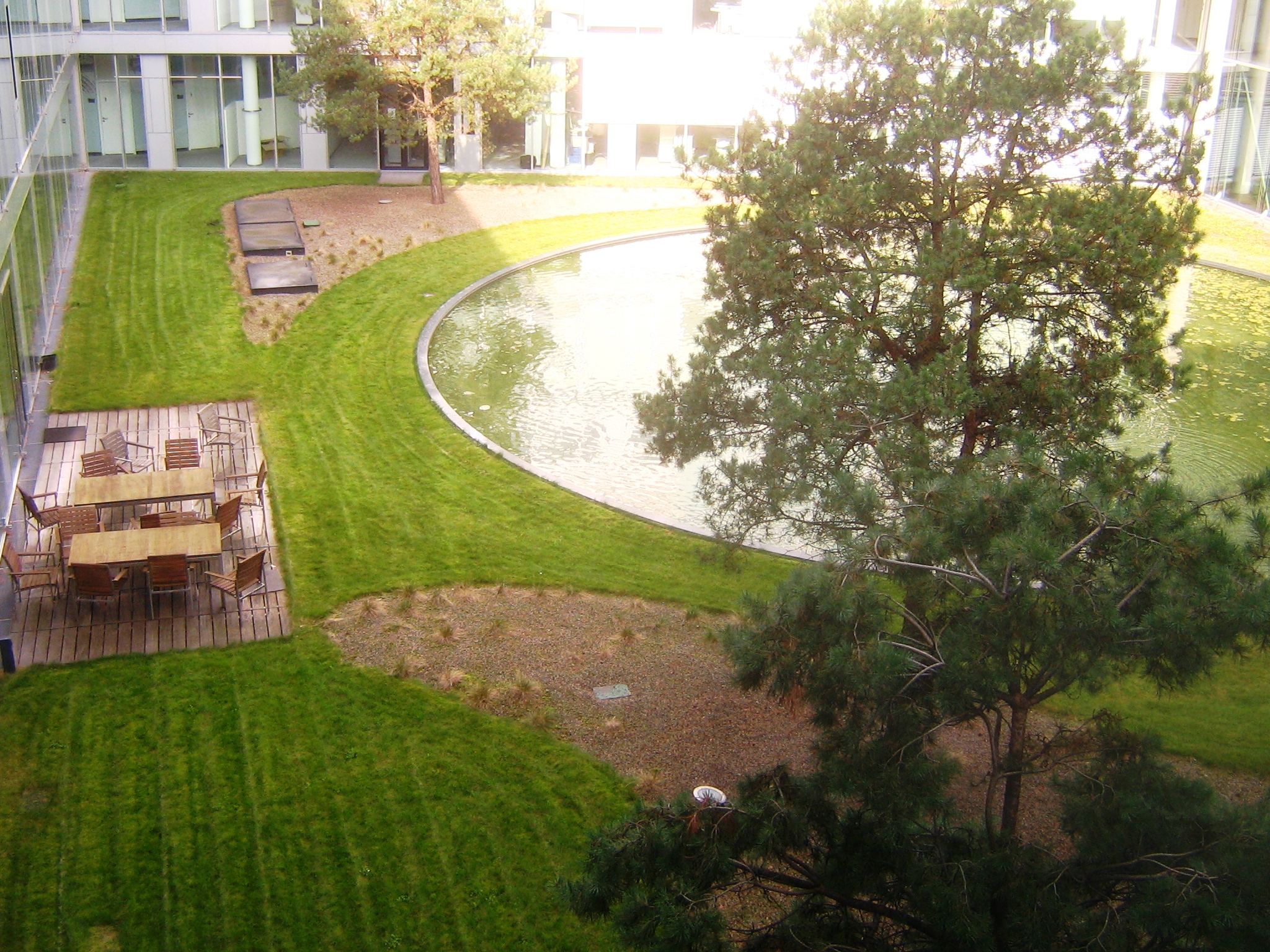 File:T-Mobile HQ Internal Yard - panoramio jpg - Wikimedia Commons