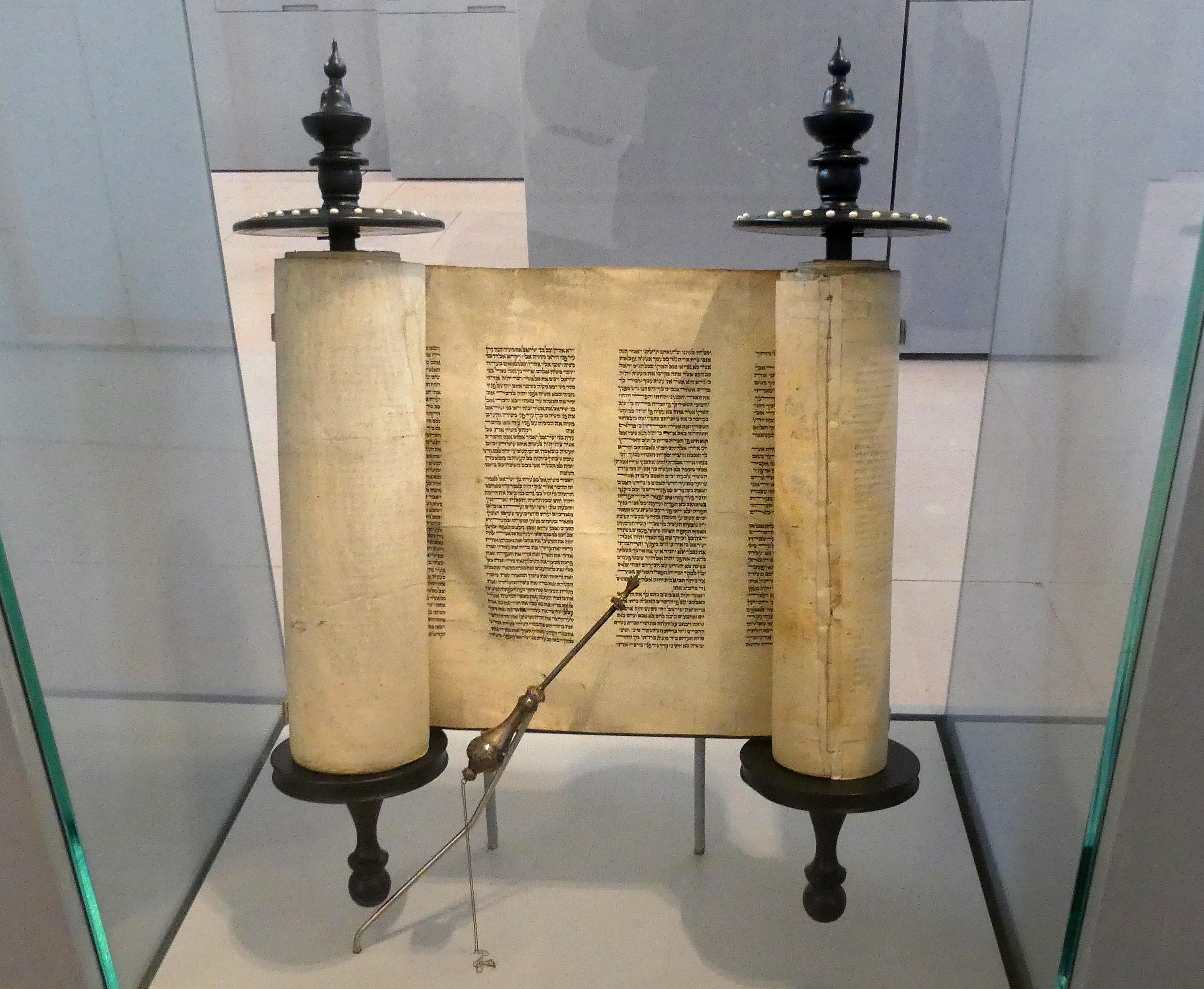 Tora rolle aus der synagoge aus gro%c3%9f umstadt im hessenpark