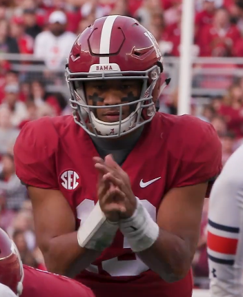 Tua Tagovailoa pre-snap versus the Auburn, Nov 27, 2018