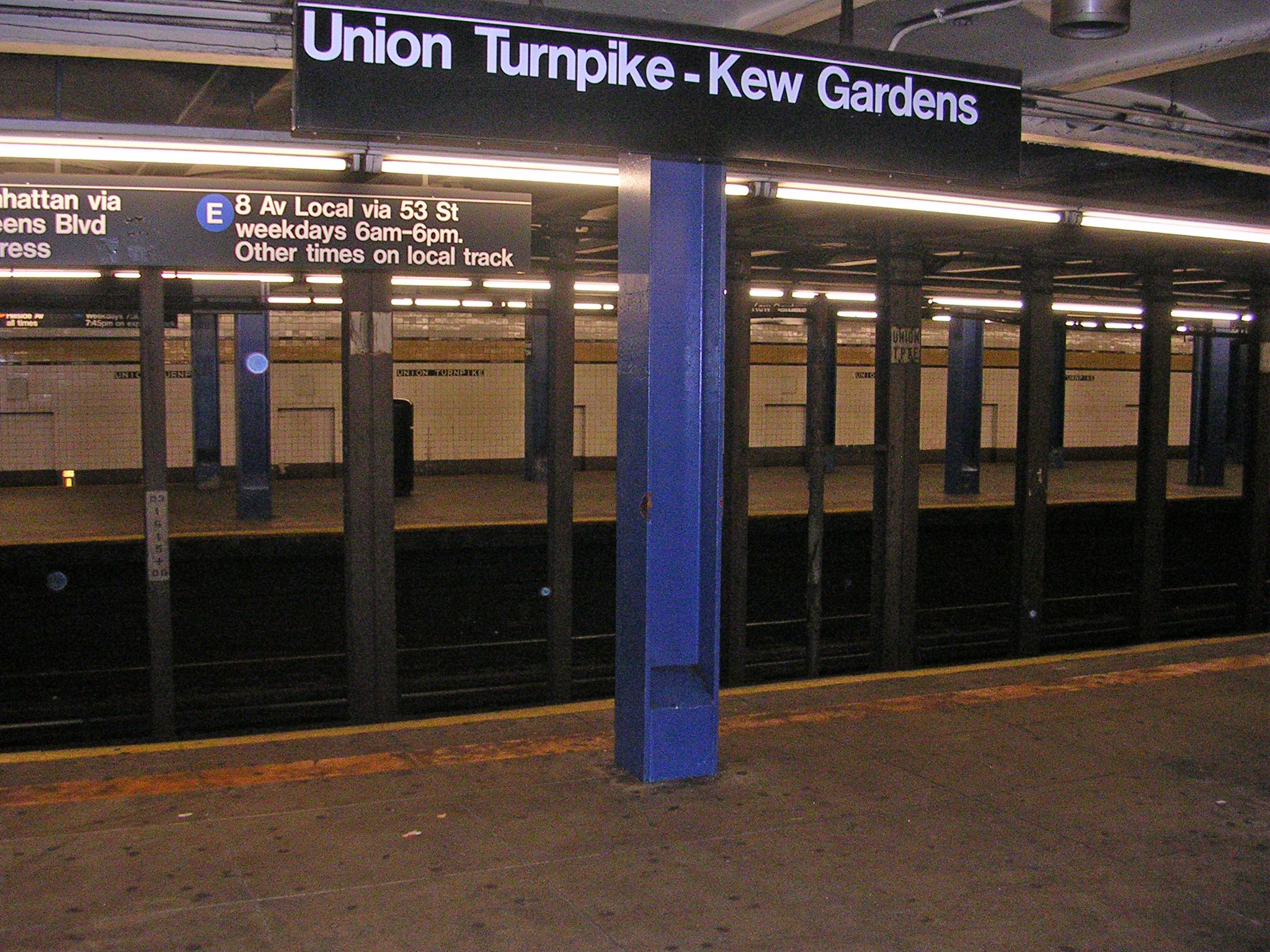 Union Turnpike Kew Gardens Station by David Shankbone - Kew Gardens Union Turnpike Subway Stop