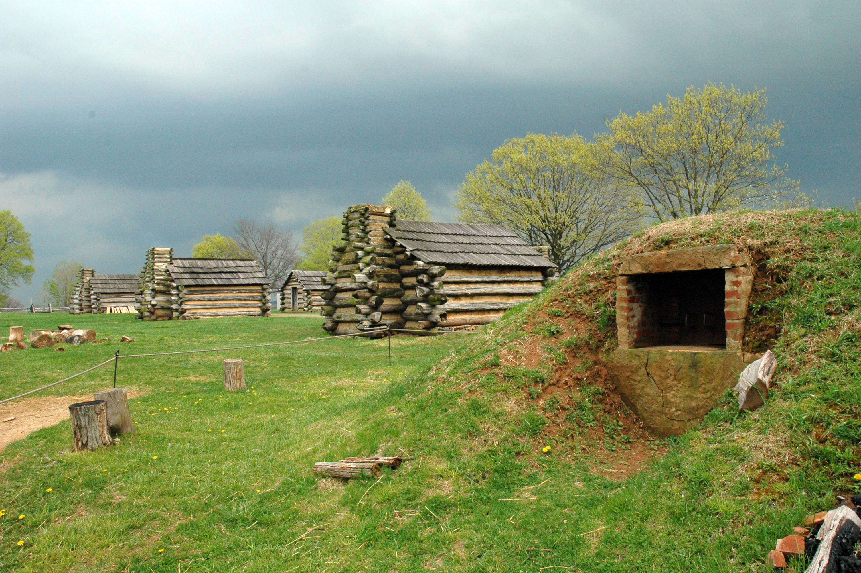 File:Valley Forge Oven And Cabins