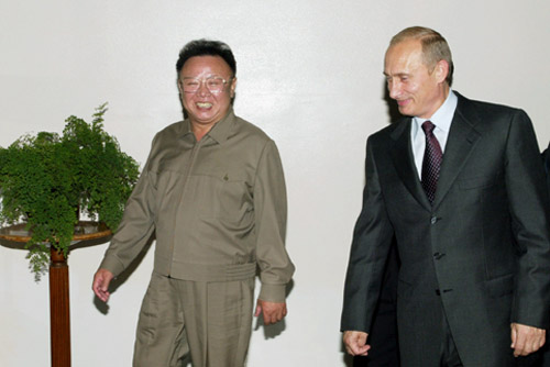 Vladimir_Putin_with_Kim_Jong-Il-1.jpg