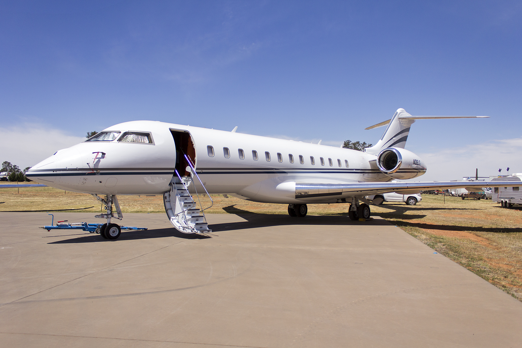 bombardier global 8000 price
