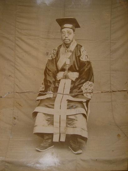 File:民國官員祭服照1.jpg