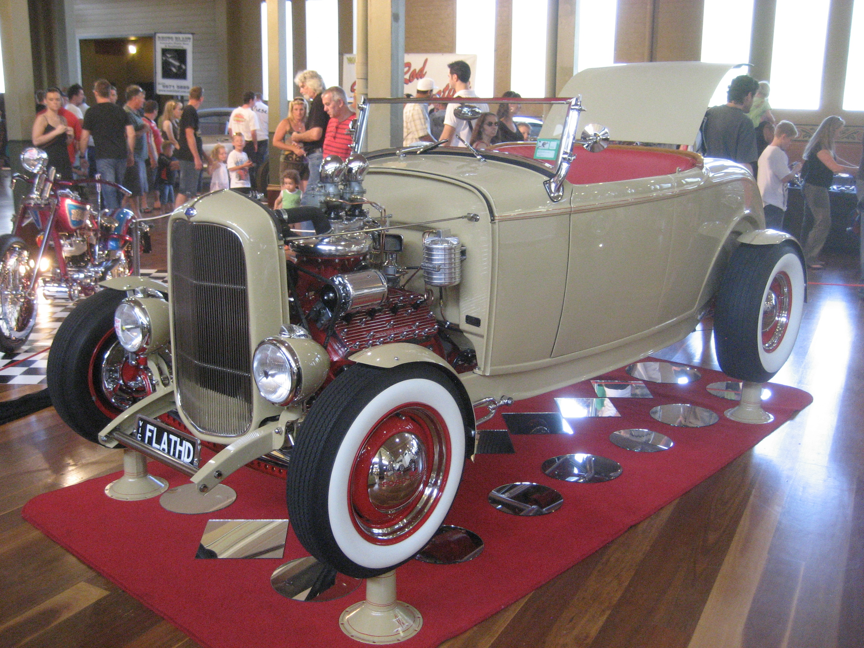 File:1932 Ford Roadster Hot Rod (8).jpg - Wikimedia Commons
