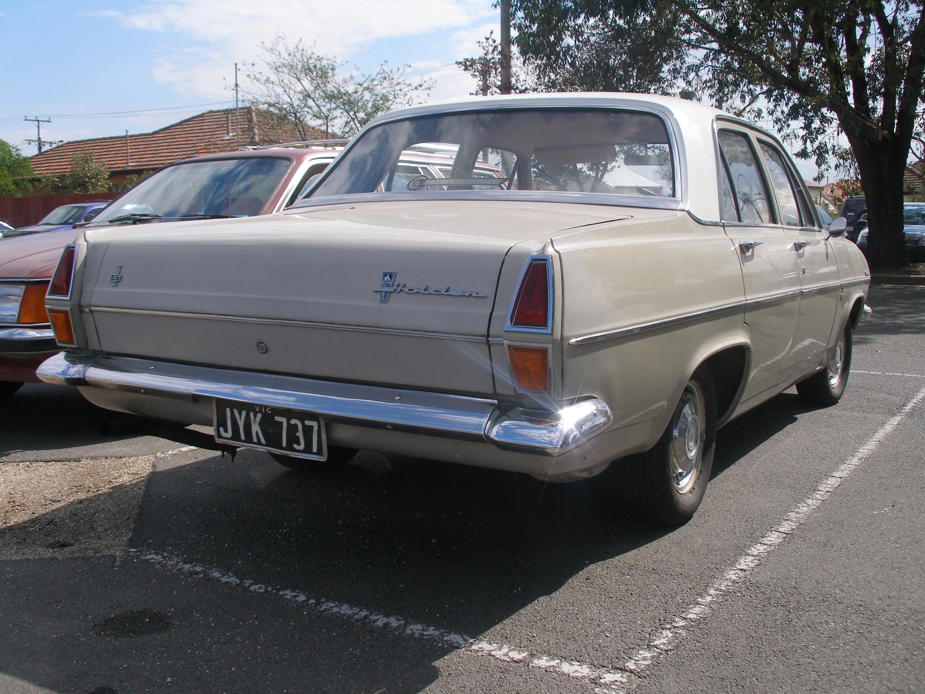 File 1967 Holden HR Special 186 S sedan 02 furthermore 2845773 further Watch as well File 2008 FIAT 500 1 4 Lounge   Flickr   The Car Spy  20 also 2018 Volvo V60. on 4 way car