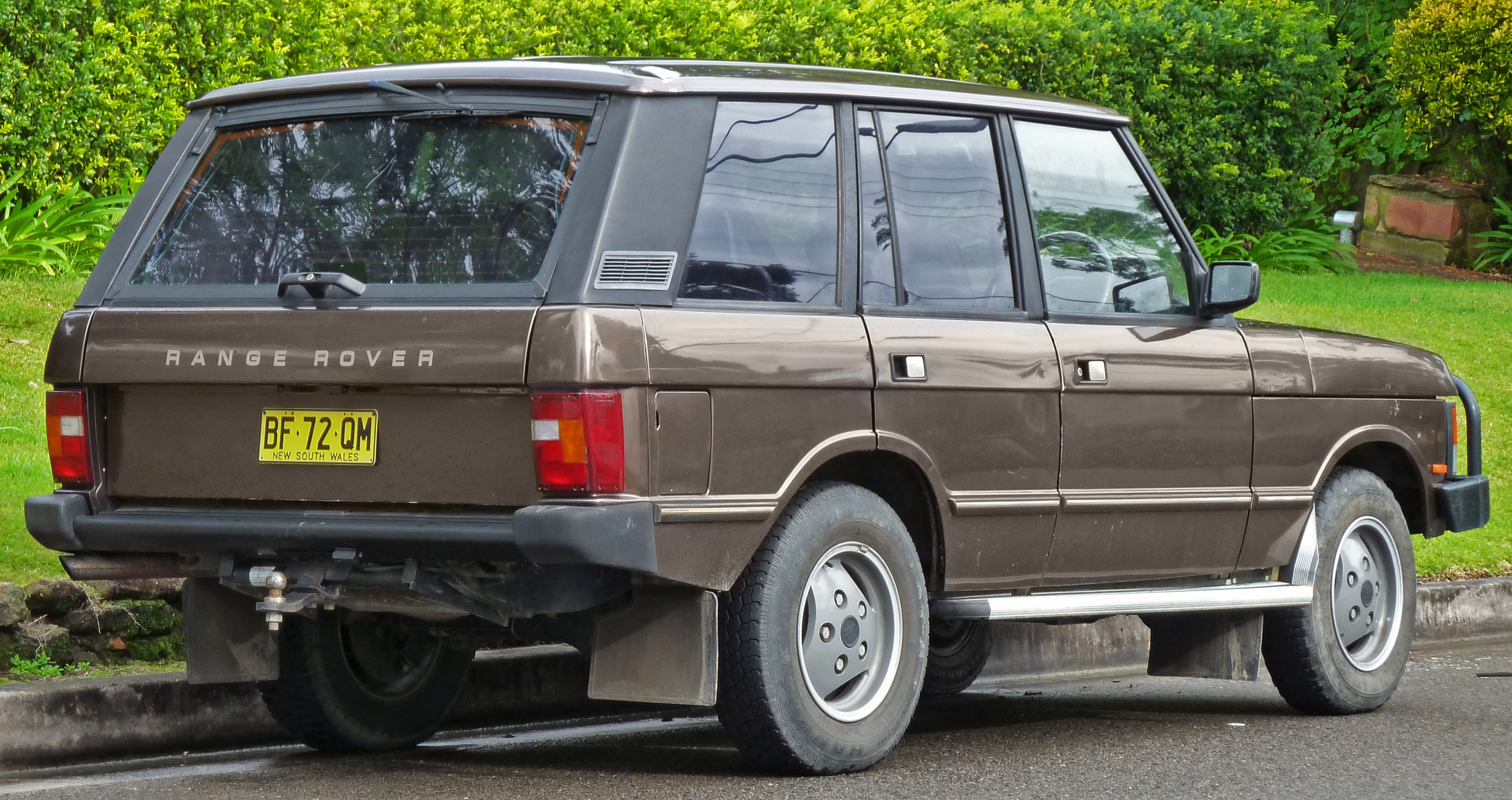 1989_Land_Rover_Range_Rover_5-door_wagon