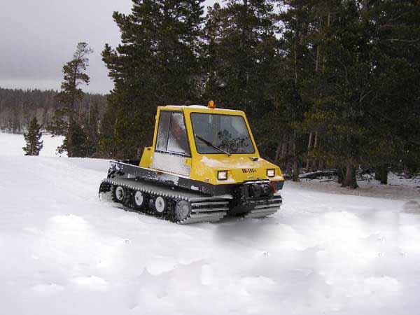 snow groomer machine