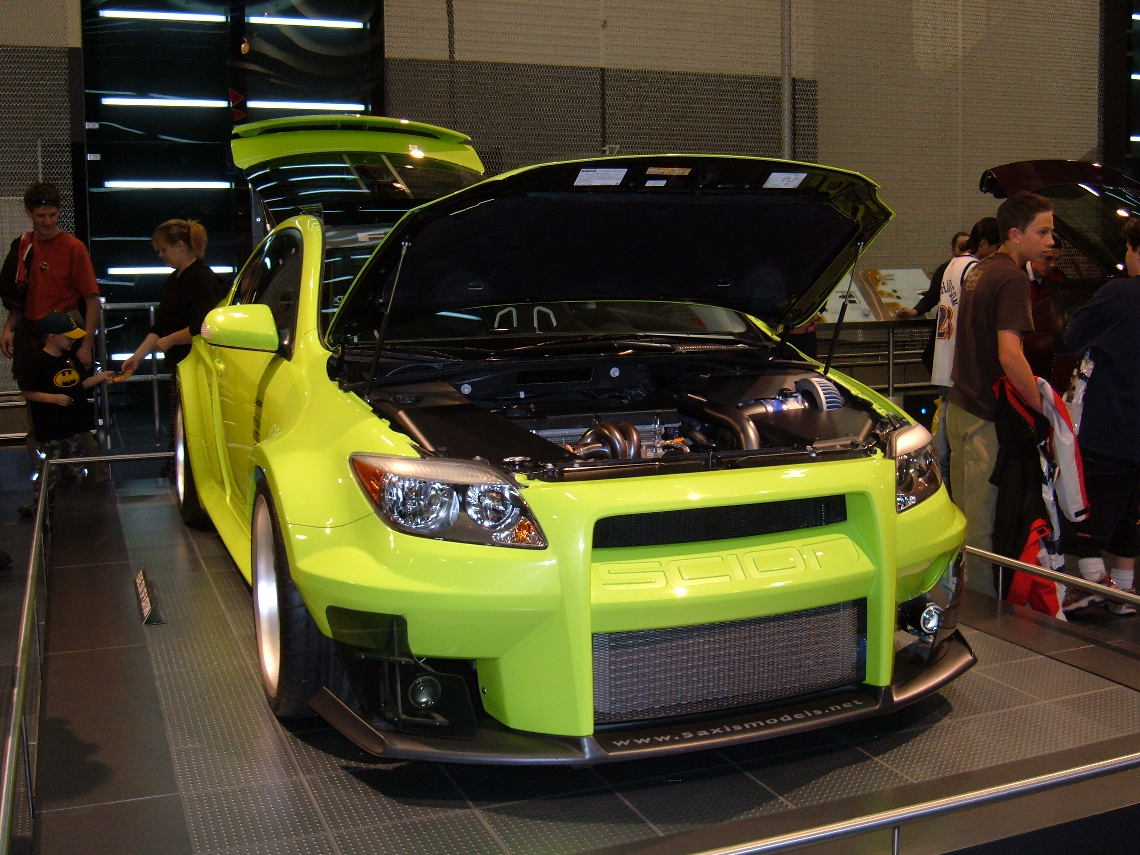 File:2005 yellow custom Scion tC front.JPG - Wikimedia Commons