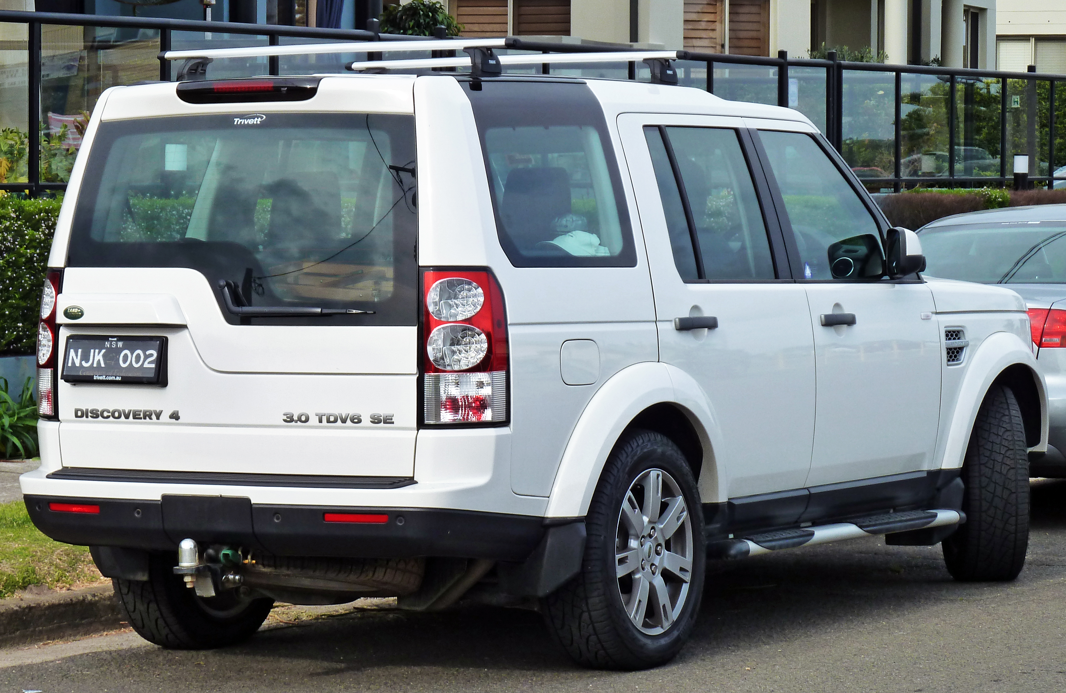 File:2009-2010 Land Rover Discovery 4 TDV6 SE wagon 02.jpg ...