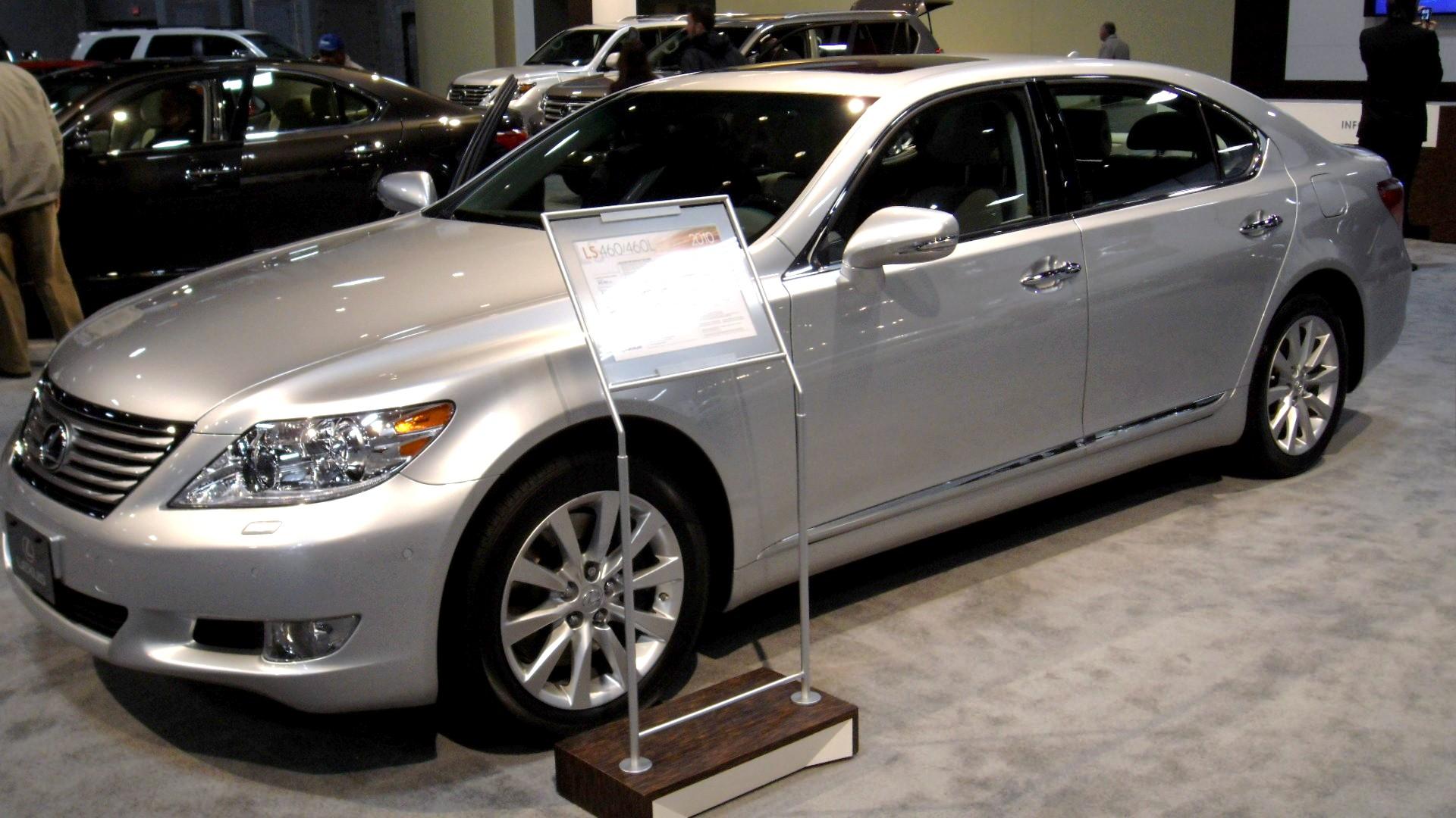 https://upload.wikimedia.org/wikipedia/commons/c/c3/2010_Lexus_LS_460_L.jpg