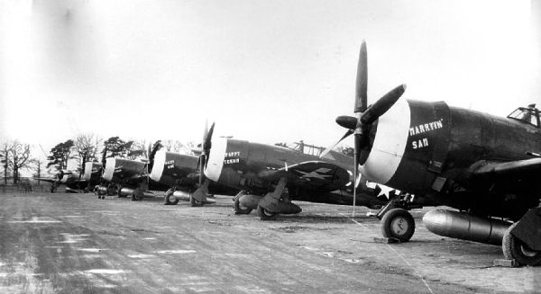 359th_Fighter_Group_P-47_Thunderbolts.jp
